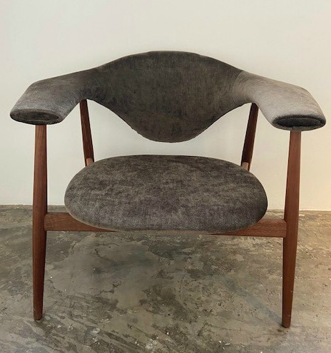 Musculo Lounge Chair / American walnut / Eros 36